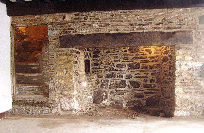 Fireplace and bread oven with steps